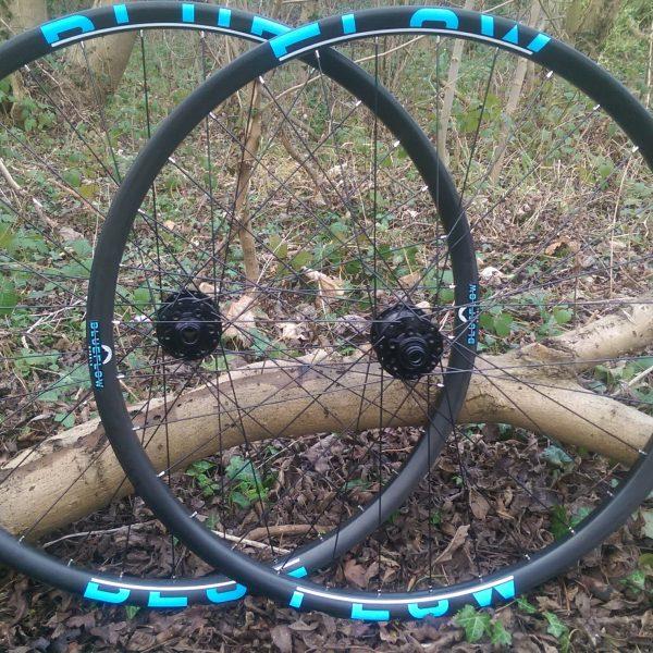 Blue Flow Wheels - Carbon Mountain Bike Wheels - Blue Graphics
