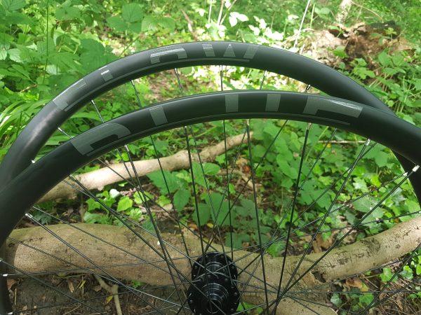 tough carbon mountain bike rims, Blue Flow Wheels, MTB, Wheelsets, Mountain Bike Wheels, Custom built, Free UK Delivery